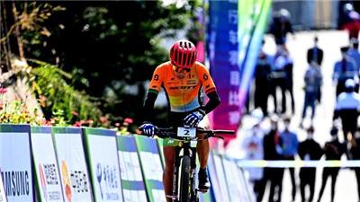 麻雀也能飛上天——俱樂部選手登頂全運會山地自行車賽