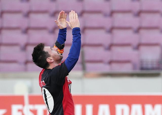 西甲綜合:巴薩大勝奧薩蘇納 梅西進球致敬馬拉多納