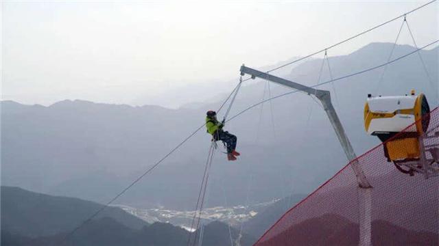 """""""雪上飛虎隊""""的24小時——國家高山滑雪中心山地運行團隊見聞"""