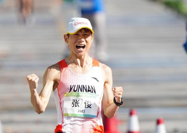 雲南選手張俊獲十四運會田徑首金